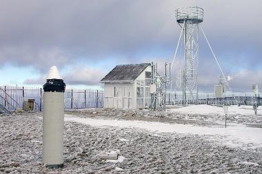 Mesures tectoniques et de vapeur d'eau par GNSS