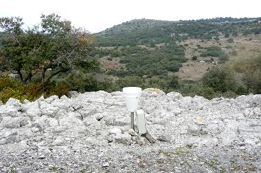 Crues et hydrodynamique souterraine en milieu karstique